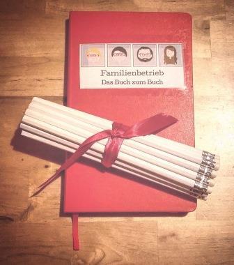 Bleistifte an Notizbuch