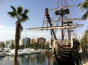 La famille nomade sur le port d'Alicante