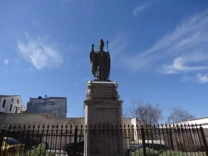 La famille nomade digitale et la Statue Jean Paul II qui bénit la ville de Jerez De La Frontera