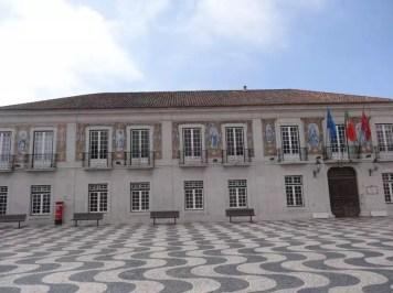 La famille nomade et la mairie de Cascais