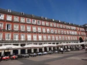 Madrid-Plaza Mayor et ses restaurants-famille nomade digitale