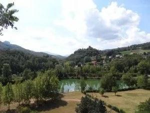 riviere pres du lac de Suviana-famille nomade digitale