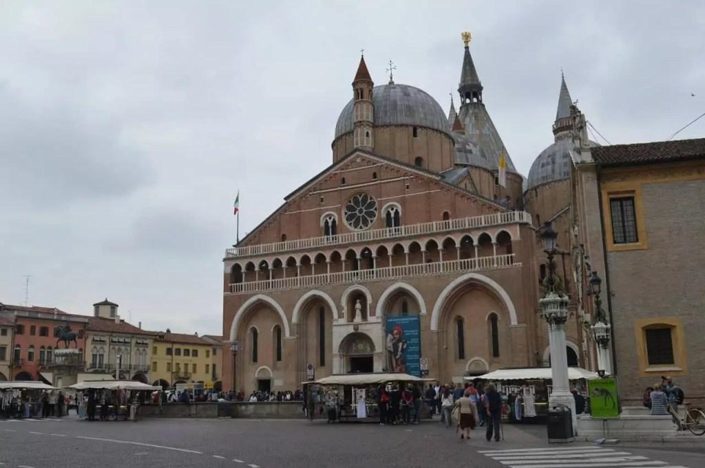 basilique-de-st-antoine-de-padoue-italie-famille-nomade-digitale