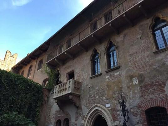 maison de Juliette et son balcon-Verone en Venetie- famille nomade digitale