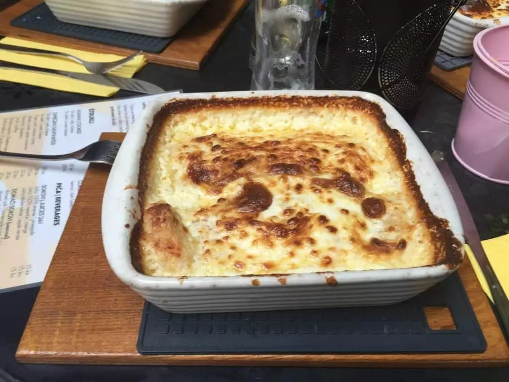 plat typique Štrukli au fromage-zagreb