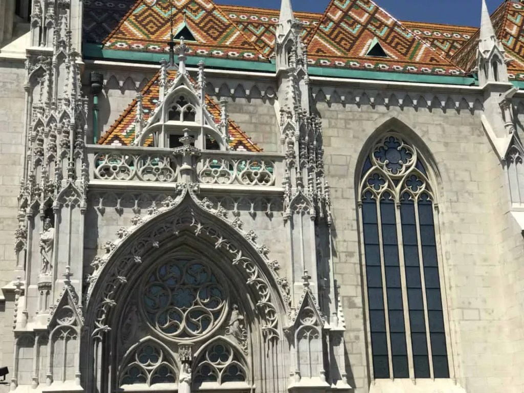 Que visiter à Budapest-eglise Matthias vu de prés