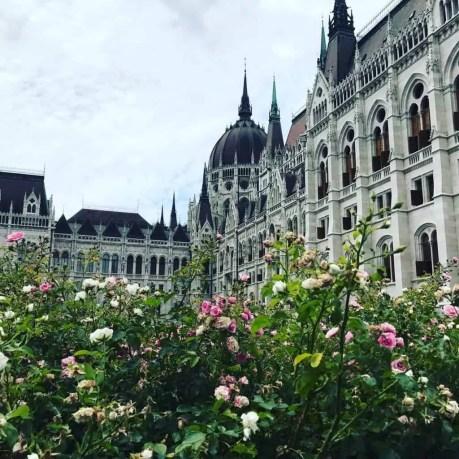 parlement hongrois-famille nomade digitale Budapest