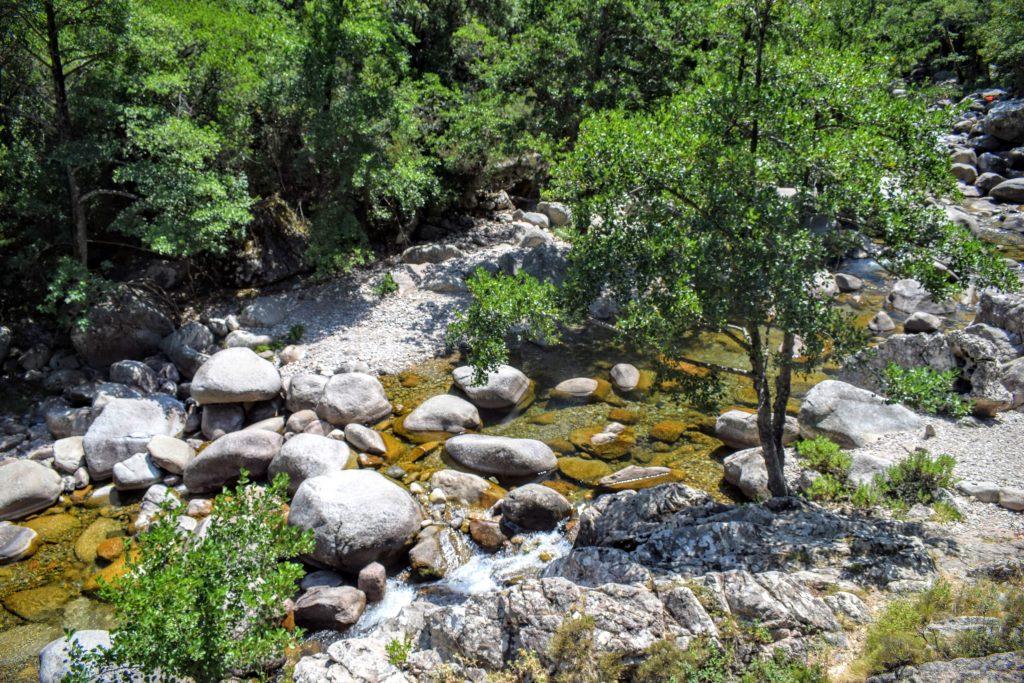 Entre montagne et rivière