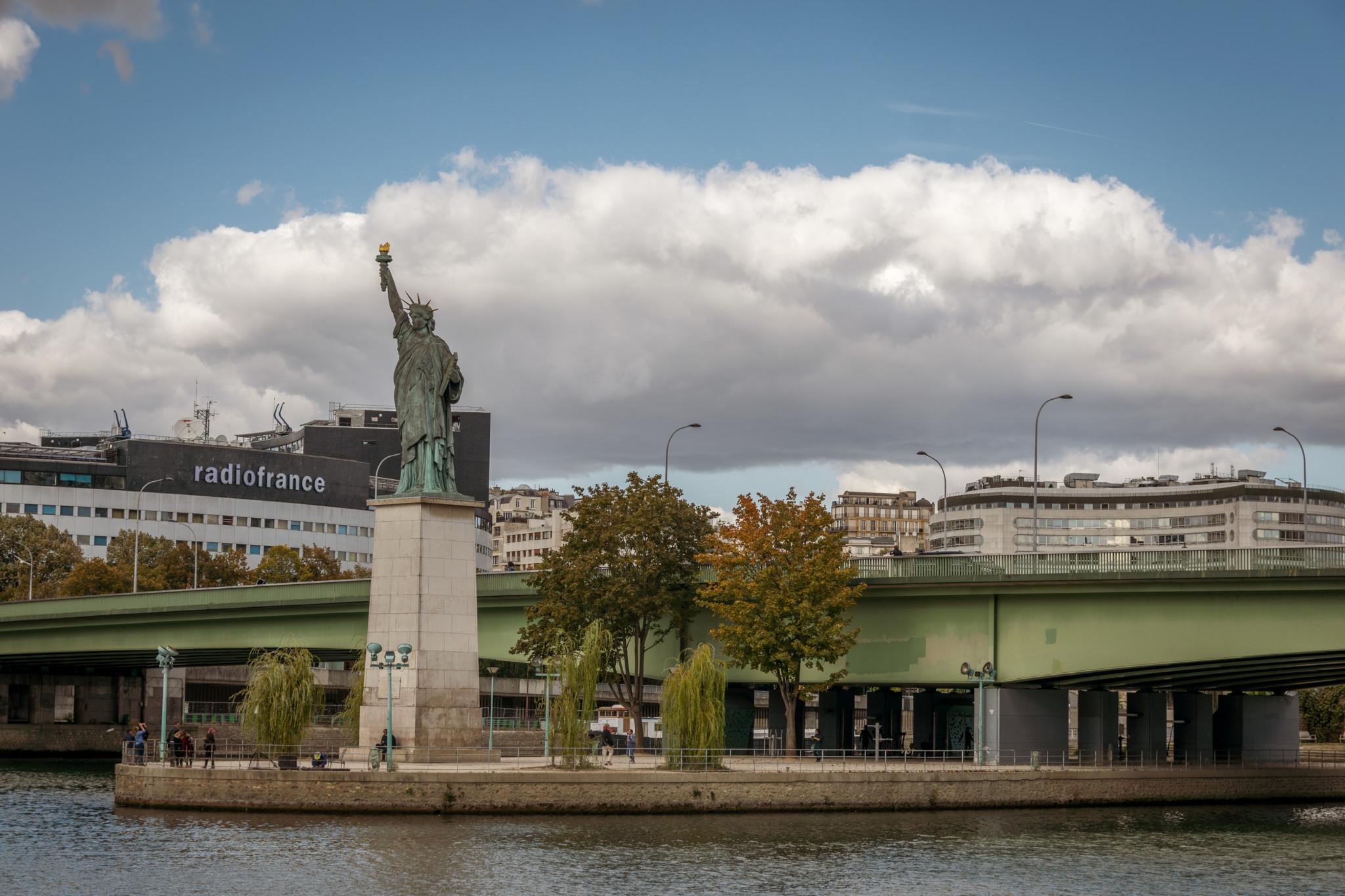 Statue de la Liberté parisienne
