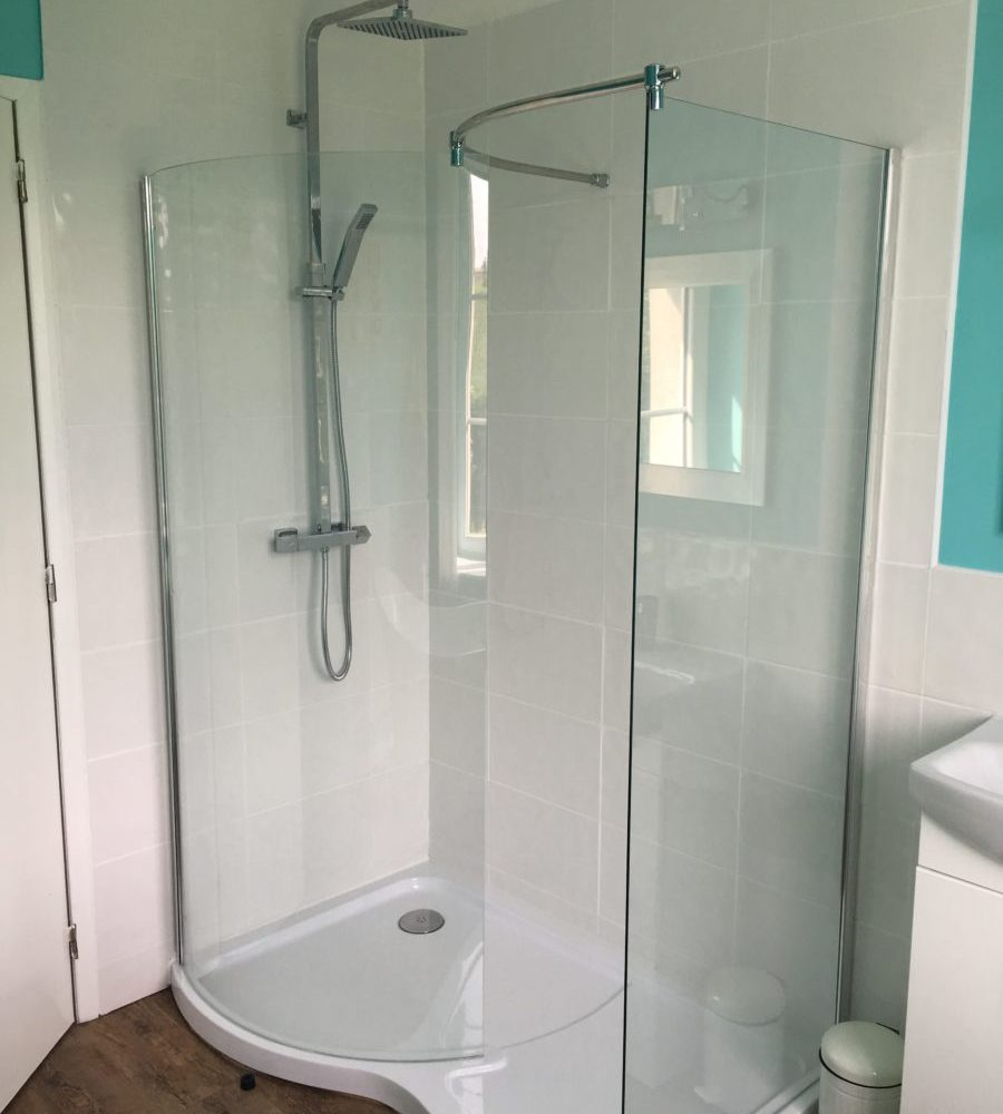 Family Fun Holidays Normandy Self Catering Lettings Main Bathroom Shower