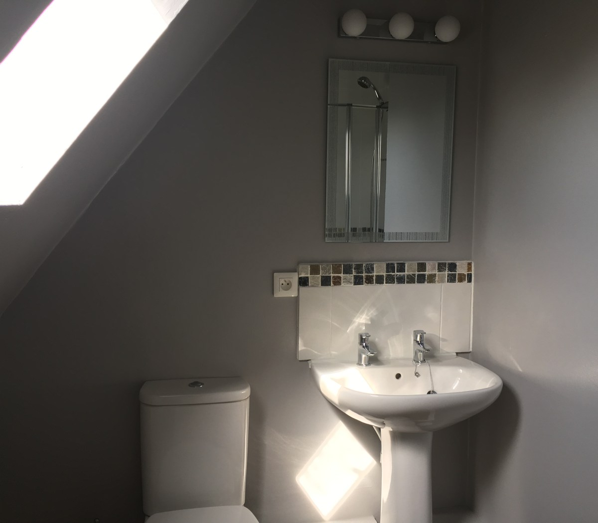 Family Fun Holidays Normandy Self Catering Lettings Top Bathroom 3