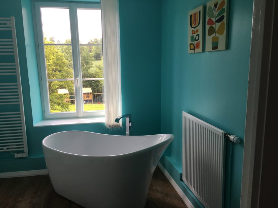 Family Fun Holidays Normandy Self Catering Lettings Main Bathroom Bath 2