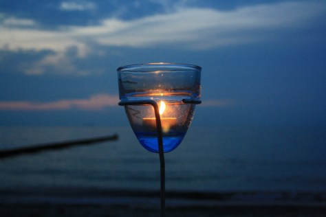 Candlelight on the beach - is there anything quite as romantic as that? (Not that sharing a picknick with my kids and two friend neccessarily needs to be romantic - but hey, we hat style!) :)
