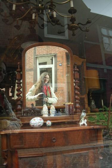 Ein Schaufensterbummel in der Altstadt hat was. (A good place to do some window-shopping.)