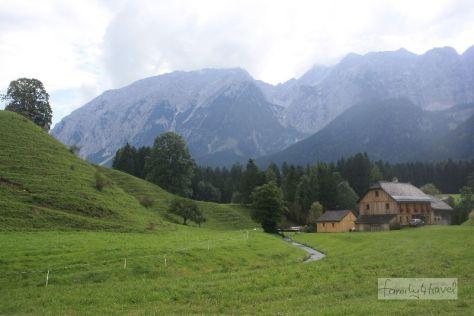 Postkarten-Idylle mit Berg-Panorama. Aber: Der Grimming macht seinem Namen alle Ehre.