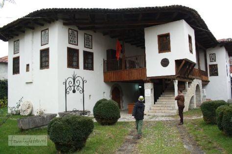 Das historisch-ethnologische Museum von Shkoder ist in einem traditionellen albanischen Wohnhaus untergebracht.