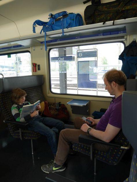 Backpacking mit Kind in der Schweiz im Zug