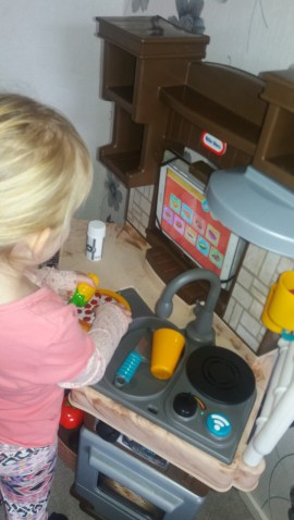 Little Tikes Cook 'n Learn kitchen