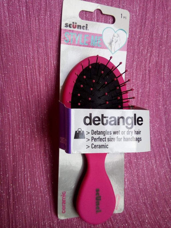 Scunci hair clip and detangle brush Review Family Clan