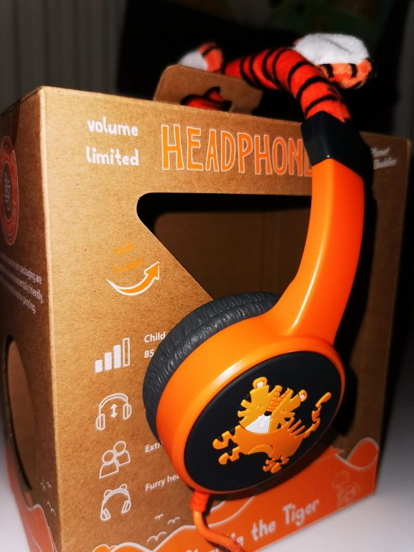 Planet Buddles headphones review by Family Clan