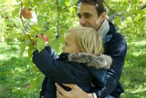 tradition cueillette aux pommes canada family coste5