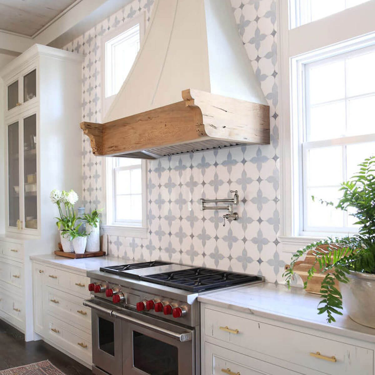 14 Showstopping Tile Backsplash Ideas To Suit Any Style ... on Countertops Backsplash Ideas  id=67598
