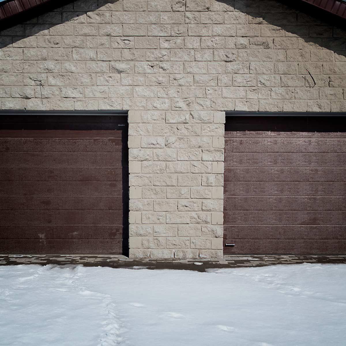 Garage Door Paint Ideas   Family Handyman on Garage Door Paint Ideas  id=13669