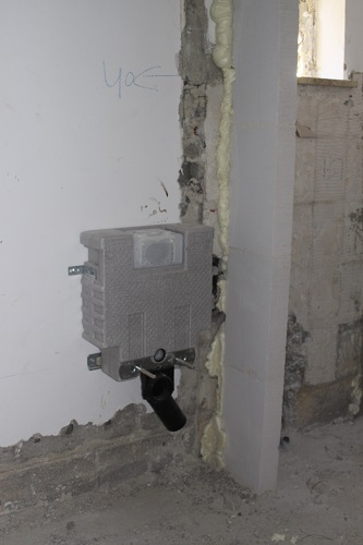 Installation of the toilet tank