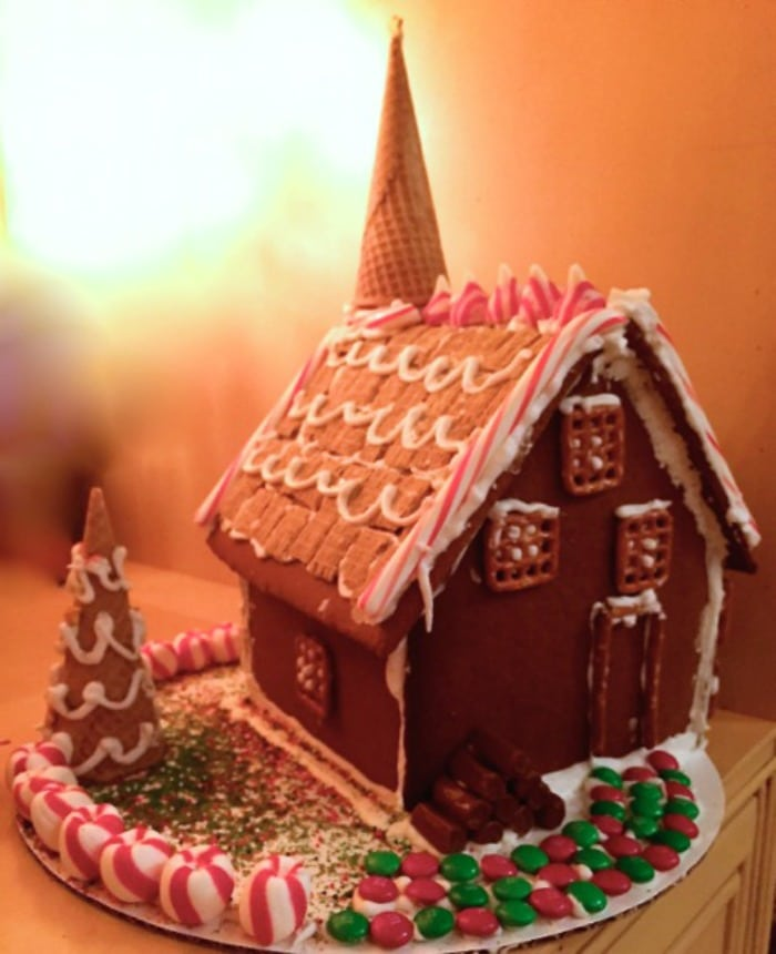 How to Host a Gingerbread House Party