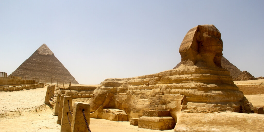 When is the best time for families to visit Egypt?