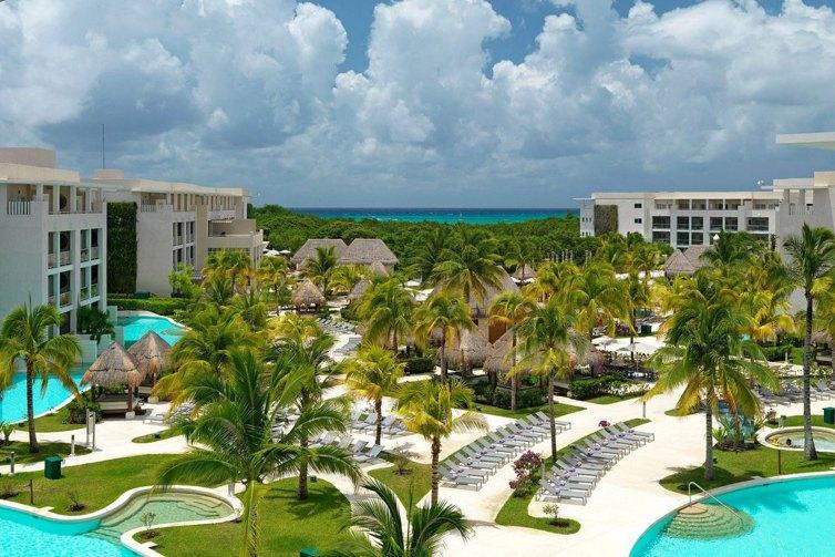 Pools at Paradisus Playa del Carmen La Esmeralda; Courtesy of Paradisus Playa del Carmen La Esmeralda