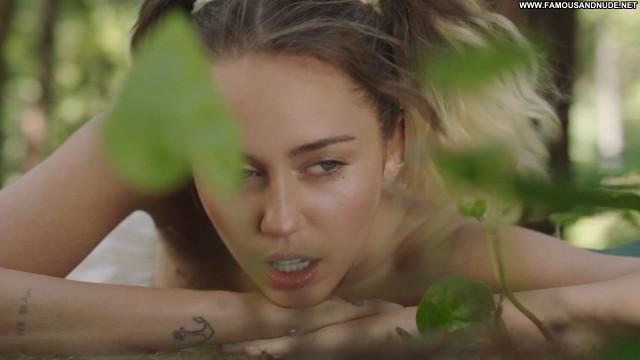 Miley Cyrus No Source American Celebrity Sex Sexy Singer Posing Hot