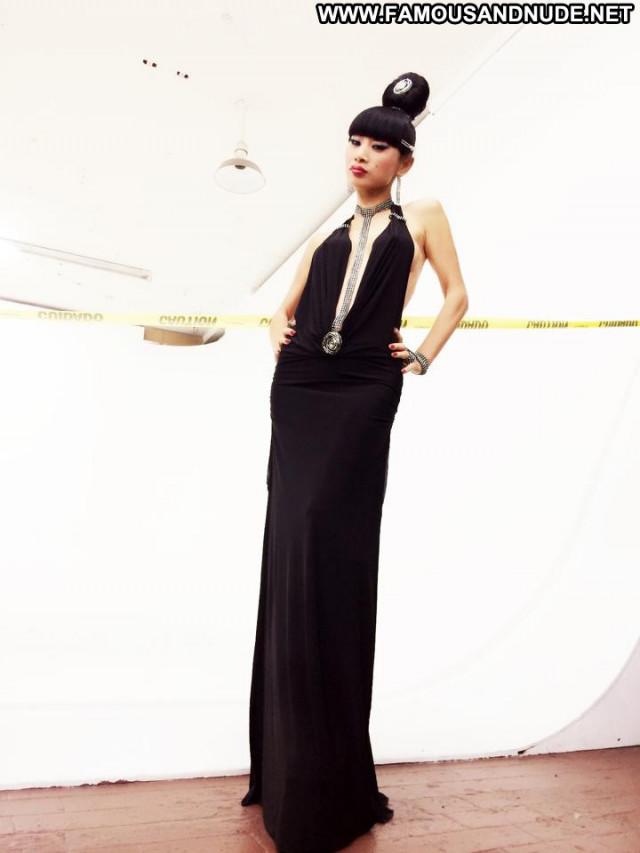 Ling Bai Facebook Celebrity Babe Posing Hot Beautiful Female Doll
