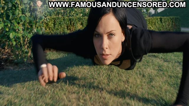 Charlize Theron Aeon Flux Sexy Sexy Scene Famous Posing Hot Celebrity