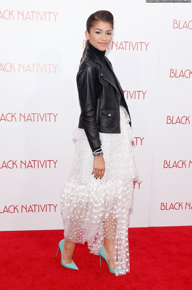 Zendaya New York Posing Hot High Resolution Beautiful Babe Celebrity