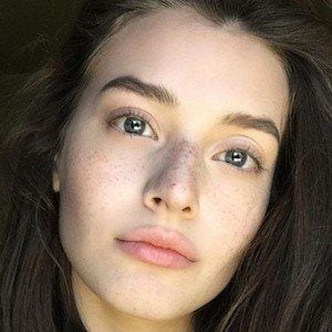 Jessica Clements - Bio, Facts, Family | Famous Birthdays