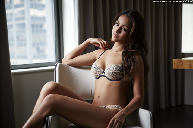 Melanie Iglesias Babe Posing Hot Celebrity Beautiful Sexy Doll