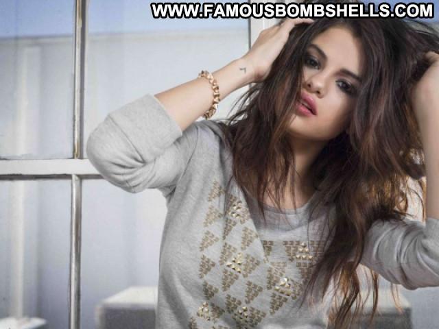 Selena Gomez Celebrity Winter Paparazzi Babe Beautiful Posing Hot Hd