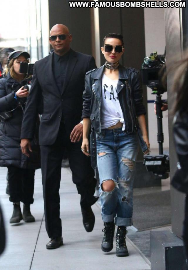 Natalie Portman New York Posing Hot Paparazzi Celebrity New York Babe