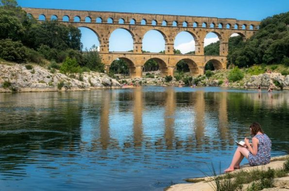 C'est aussi ça les vacances.  Pouvoir passer du nord au sud, du  travail à rien faire ... . . .  #TourismeOccitanie  @pontdugardofficiel #pontdugard  @pontdugard.tourisme  #pdgtourisme @gardtourisme #gardtourisme #pont #bridge#france #occitanie #architecture #beautiful#picoftheday #photooftheday #travel #instatravel#trip #travelgram #igersfrance #bns_france #hello_france #france4dreams  #igers_opengallery