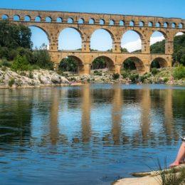 C'est aussi ça les vacances.  Pouvoir passer du nord au sud, du  travail à rien faire ... . . .  #TourismeOccitanie @pontdugardofficiel #pontdugard @pontdugard.tourisme #pdgtourisme @gardtourisme#gardtourisme#pont#bridge#france#occitanie#architecture#beautiful#picoftheday#photooftheday#travel#instatravel#trip#travelgram #igersfrance #bns_france #hello_france #france4dreams  #igers_opengallery