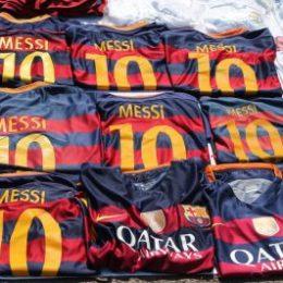 Barcelone - port vell - Vente maillot Messi