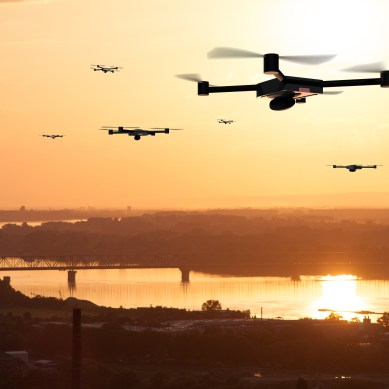 New military virtual reality system lets operators control swarms of drones