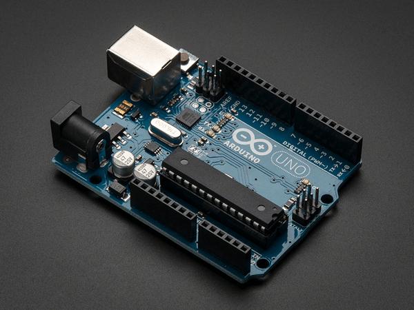 Arduino Uno R3, il microcontrollore più diffuso al mondo.