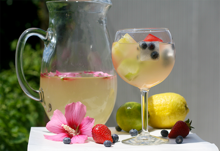 how to cut fruit for sangria