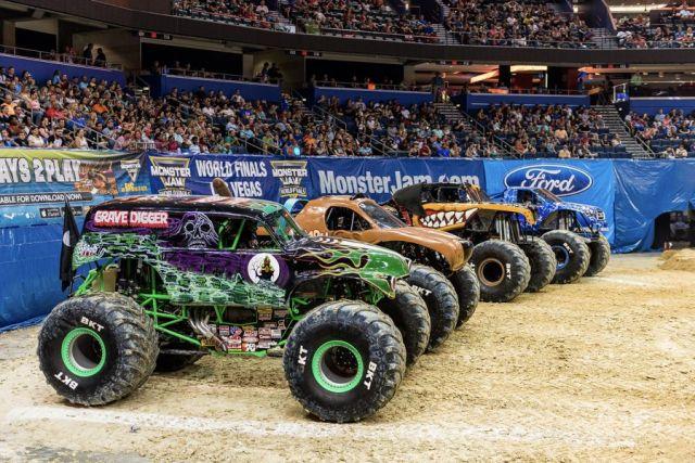 Monster Trucks in Freestyle Motorsport