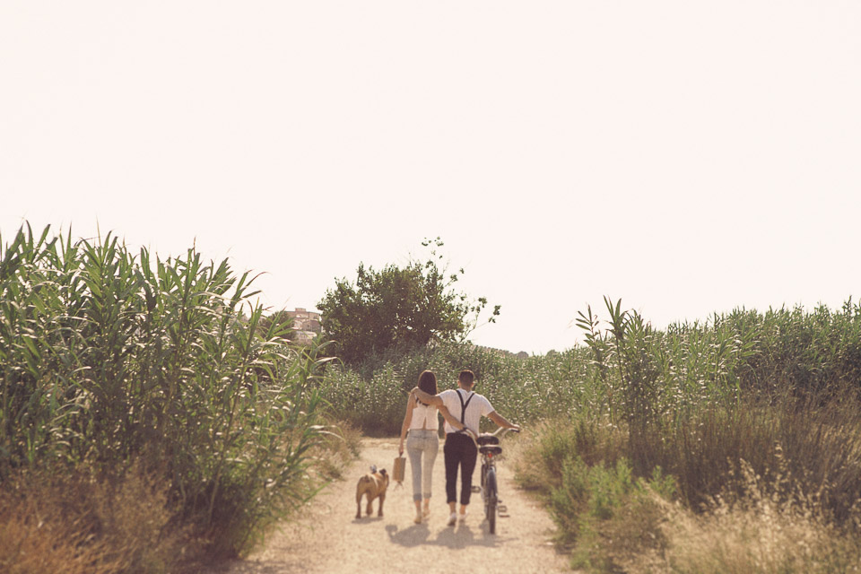 14 paseo pareja con bici y mascota