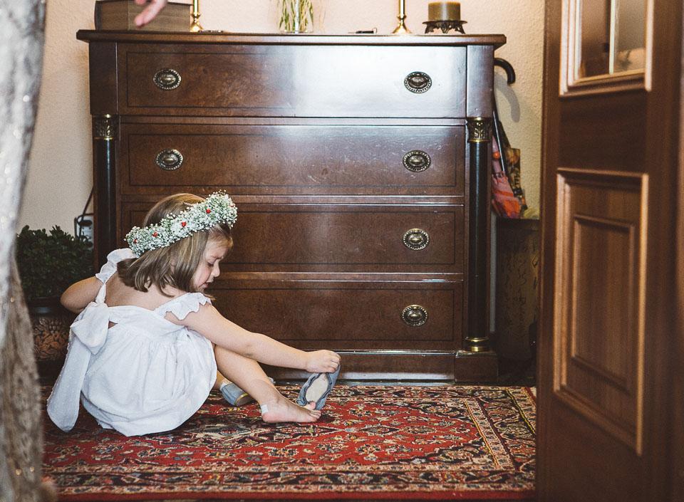 10 niña jugando en casa
