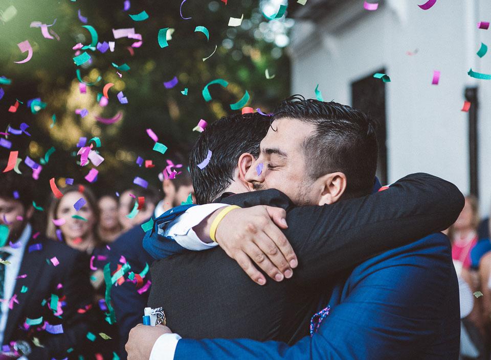 31 abrazo de amigo