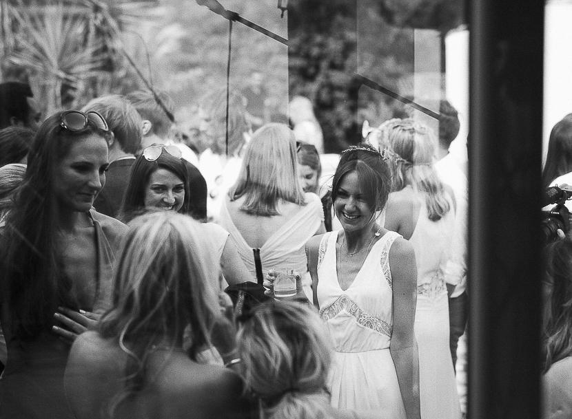 38 detalle de novia feliz